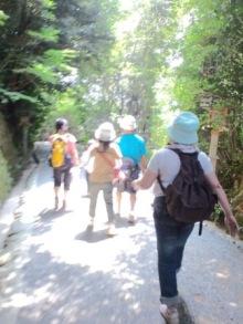 三輪山登拝終わってルンルンで歩く